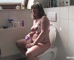 Bbvideo.com Chubby German Mummy fucking in bathroom