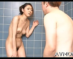 Moaning mamma gets taunted